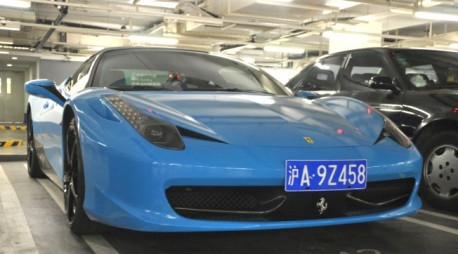 Ferrari 458 Italia is baby blue in China