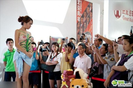 Chinese girls are hot on the auto show