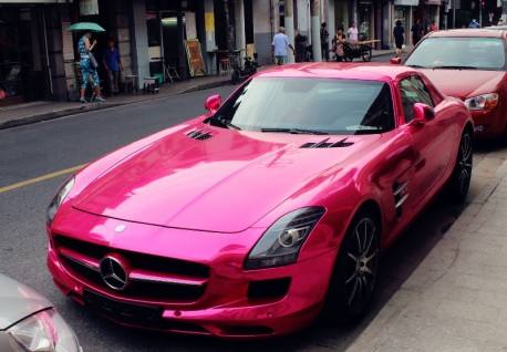 Mercedes-Benz SLS AMG is shiny Pink in China