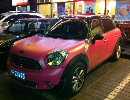 Mini Countryman is Pink in China