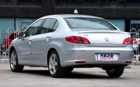 Spy Shots: facelift for the Pegeot 408 in China