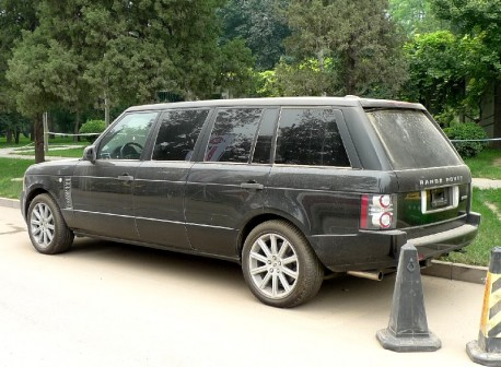 Going up Mountain in Style: stretched Range Rover in China