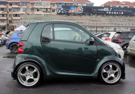 Smart ForTwo gets super wide in China