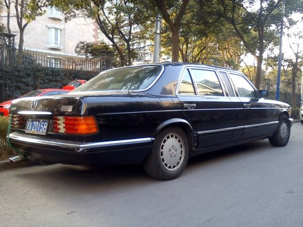 stretched Mercedes-Benz W126 S-class