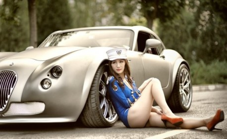 Chinese Babe gets hot with a Wiesmann