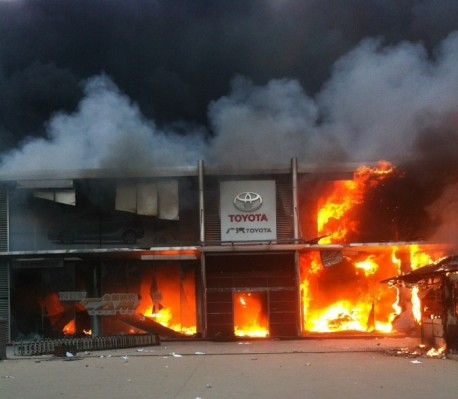 Toyota dealer on fire in Qingdao after anti-Japanese riots