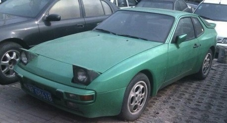 Spotted in China: Porsche 944 in Green