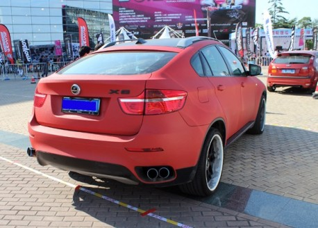 BMW X6 is matte red in China