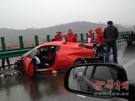 Crash Time China: Ferrari 458 Spider vs Ferrari California