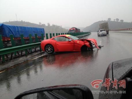 Crash Time China: Ferrari 458 Spider vs Ferrari California