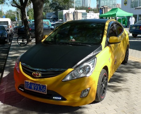 Hyundai Verna is a yellow Scion in China