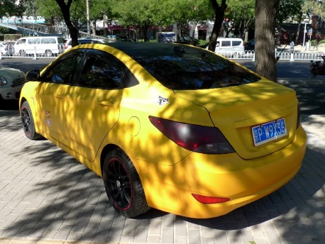 Hyundai Verna is a yellow Scion in China