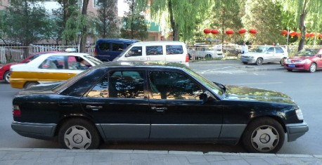 Spotted in China: W124 Mercedes-Benz E220 in Beijing