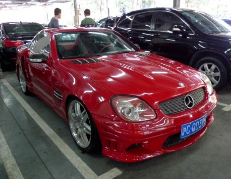 Spotted in China: Mercedes-Benz SLK with a wide body kit