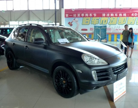 Porsche Cayenne S is matte black in China