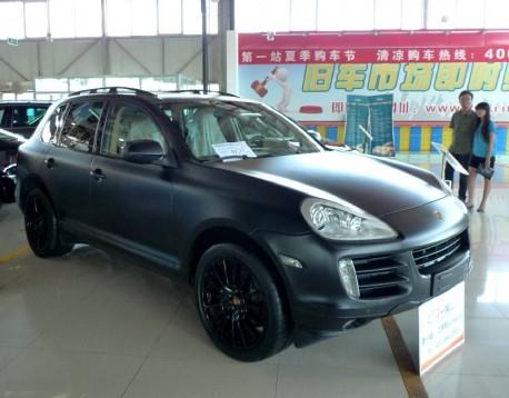 Porsche Cayenne S is matte black in China