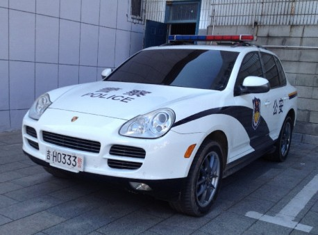 Porsche Cayenne police car in China
