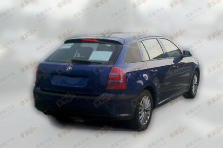 Spy Shots: Skoda Fabia Combi testing in China