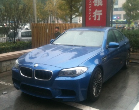 Spotted in China: BMW M5 in Blue