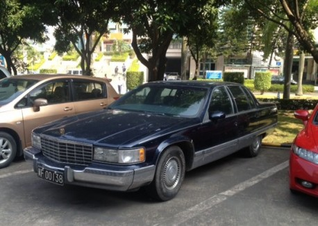 Spotted in China: Cadillac Fleetwood in Blue