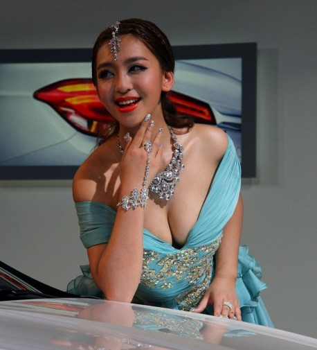 Hot Chinese Babe heats up the new Citroen 4L