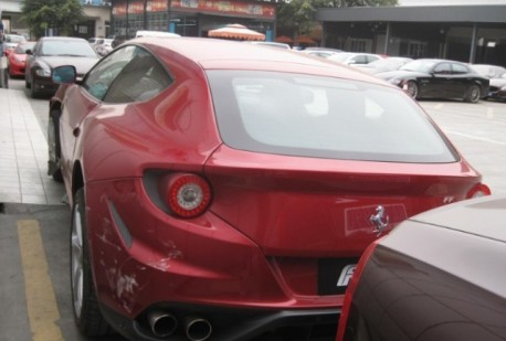 Ferrari FF crashes in China