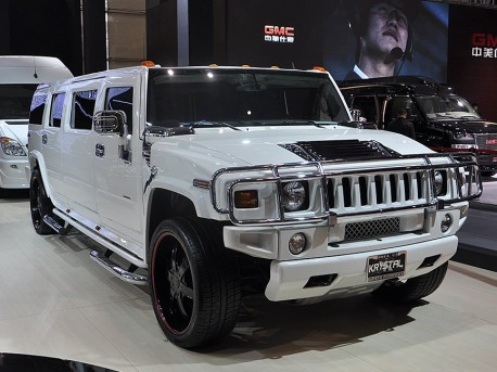 Super Stretched Hummer H2 for 2.95 million yuan in China