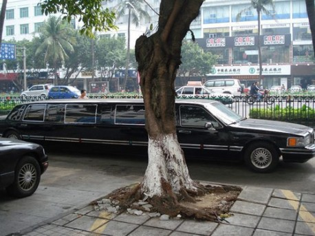 Super Stretched Lincoln Town Car in China