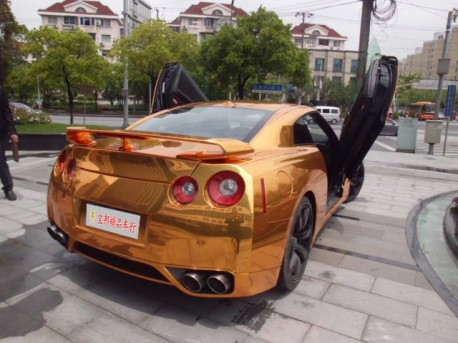 Nissan GT-R in gold with Lambo-doors from China