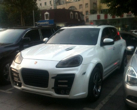 Porsche Cayenne with a fat-ass body kit in China