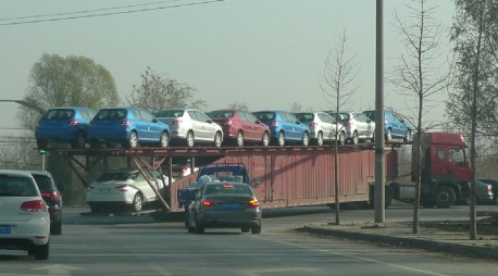 Transporting Peugeot automobiles, the Chinese Way