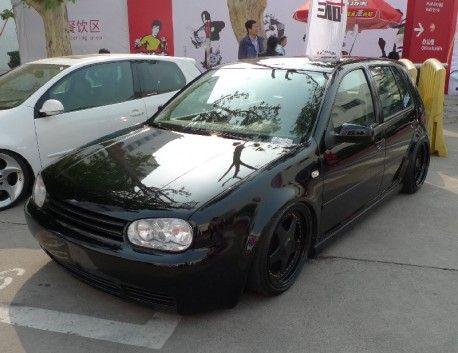 Volkswagen Golf MK4 is a lowrider in China