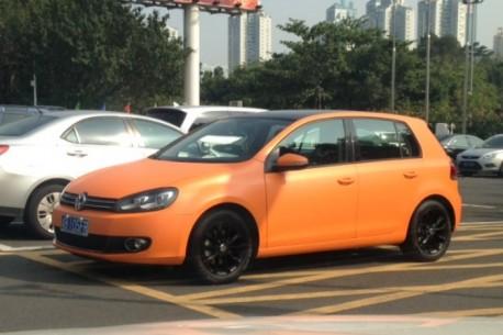 Volkswagen Golf is matte orange in China