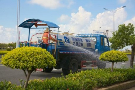 Zhuhai water truck with roof over platform