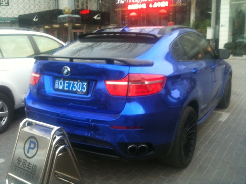 BMW X6 is shiny blue in China