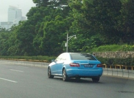 Mercedes-Benz E-L is baby blue in China