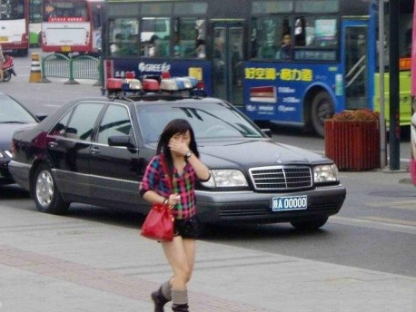 Mercedes-Benz W140 S-Class is a Motorcade Car in China