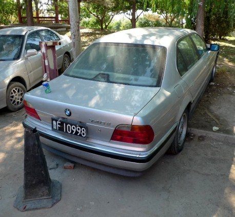 Spotted in China: E38 BMW 740 iL in silver