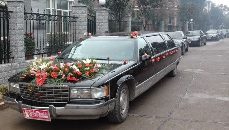 Cadillac Fleetwood is a super stretched wedding car in China
