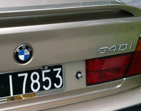 Spotted in China: perfect E34 BMW 540i