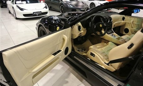 Ferrari 575 Maranello with a racy body kit from China