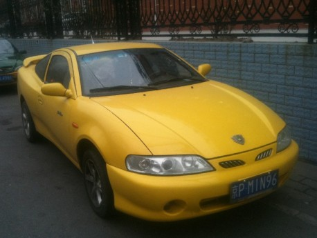 Spotted in China: Geely Meirenbao in Yellow