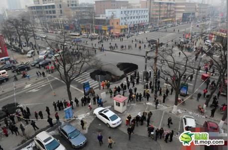 hole-road-china-2