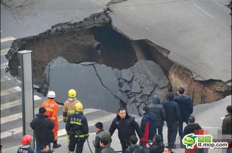 hole-road-china-3
