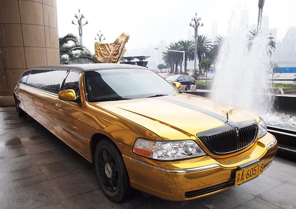 Bling Lincoln Town Car Stretched Limousine Is Gold In China