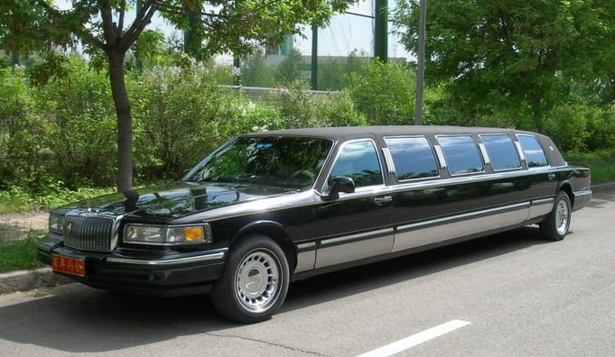 Lincoln Town Car Is Vey Stretched In China Carnewschina Com