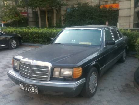 Spotted in China: US-spec W126 Mercedes-Benz 560 SEL