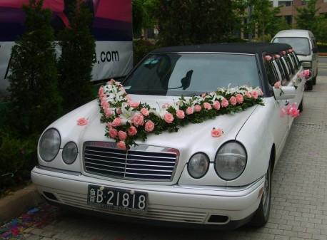 Mercedes-Benz W210 E-Class is Super Stretched in China