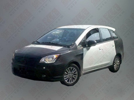 Spy Shots: Mitsubishi Colt Plus testing in China