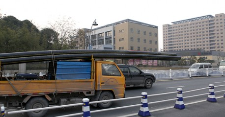 Transporting pipes, the Chinese way